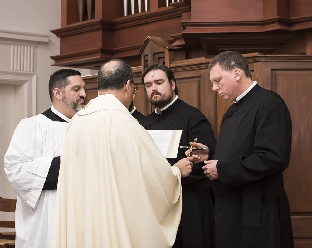steve_receiving_mission_cross_from_fr-_eric_andrews_at_final_profession_sept-_2016