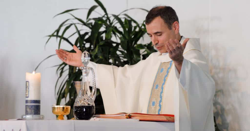 paulist_fr-_mark_villano_saying_mass