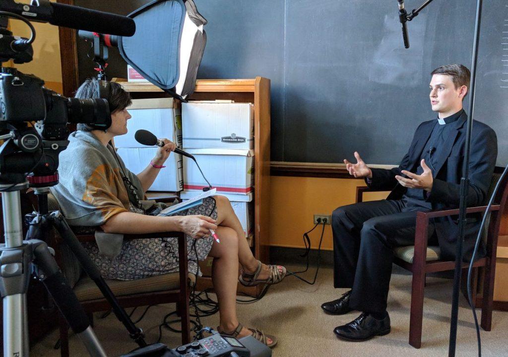 Cummings and interviewer Jennifer Szweda Jordan